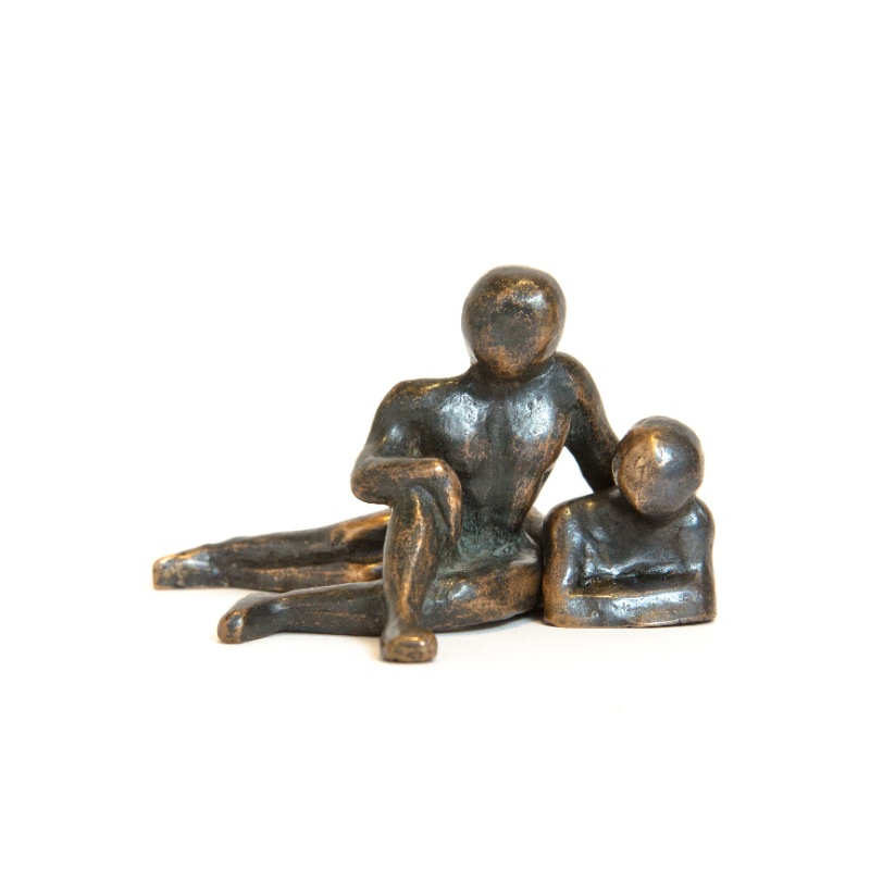 sculpture-bronze-couple-assis-couche-face
