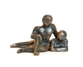 sculpture-bronze-couple-assis