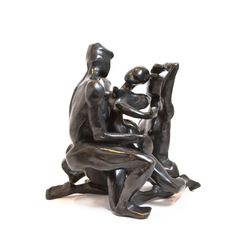 sculpture-bronze-femme-hommes-assis